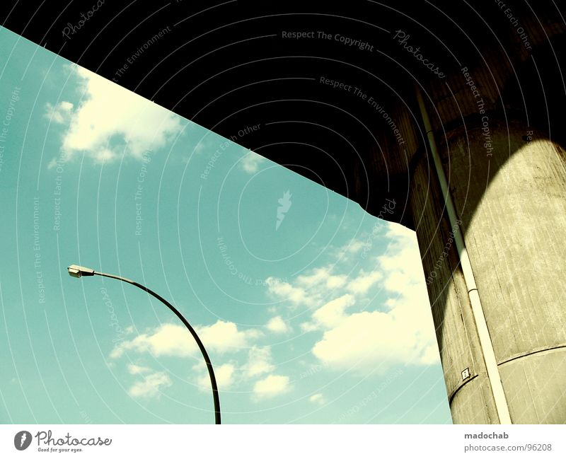 SIMPLE LOVE Laterne Straßenbeleuchtung Stadt Wolken Himmel Licht Beton Säule einfach Stil Sommer schön Architektur Kraft citylight clouds sky bridge Brücke
