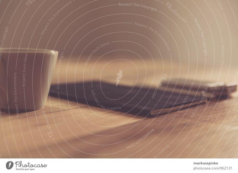 notizbuch mit kaffee Büro retro trendy Schreibtisch Notebook altehrwürdig PDA Designer