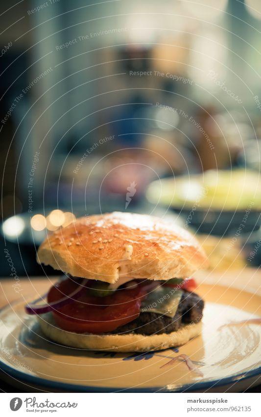 hamburger homemade Lebensmittel Fleisch Hamburger Hackfleisch Tomate Zwiebel überbacken Brötchen Ernährung Essen Mittagessen Büffet Brunch Picknick Bioprodukte