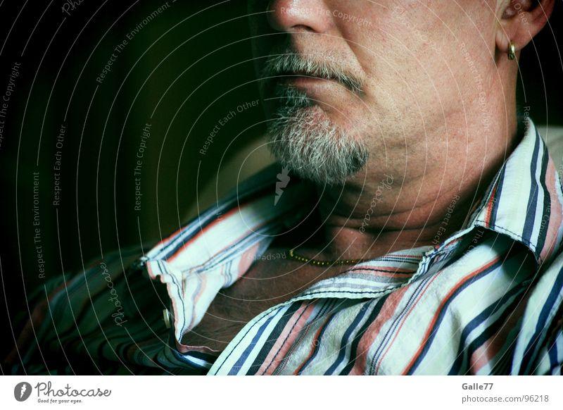 Anonym Mann Hemd verbissen Konzentration Bart Gesicht Anschnitt Haarschnitt Teile u. Stücke Schatten Charakter perönlichkeit Kopf