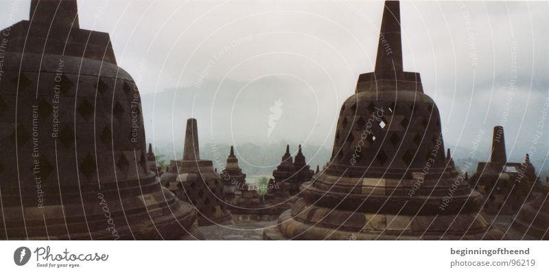 Tempelanlage Borobodur 2001 Indonesien Asien Buddhismus Wolken ruhig Außenaufnahme Religion & Glaube Insolvenz Gotteshäuser Stein outside architecture indonesia