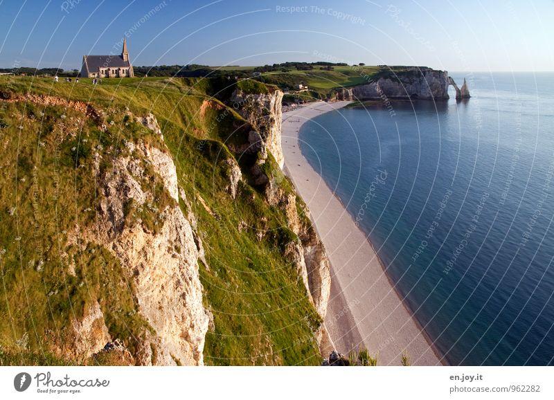 exponiert Ferien & Urlaub & Reisen Tourismus Ausflug Abenteuer Ferne Sommerurlaub Strand Meer Landschaft Wolkenloser Himmel Horizont Wiese Felsen Küste Klippe
