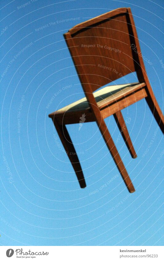 STUHLFLIEGER Holz Himmel Schweben Zoomeffekt Sommer Stuhl chair fly high blau himmeblau heaven sky afr3ak moonx