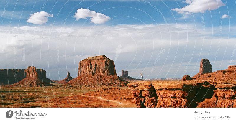 Marlboro Country Teil II Wolken Berghang Wüste USA Sommer Monument Valley Freiheit Felsen Himmel orange