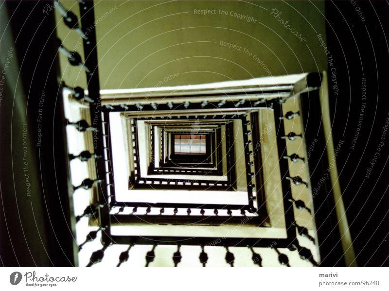 auf dem weg nach oben Haus Spirale Barcelona Unendlichkeit Spanien historisch Treppe Geländer