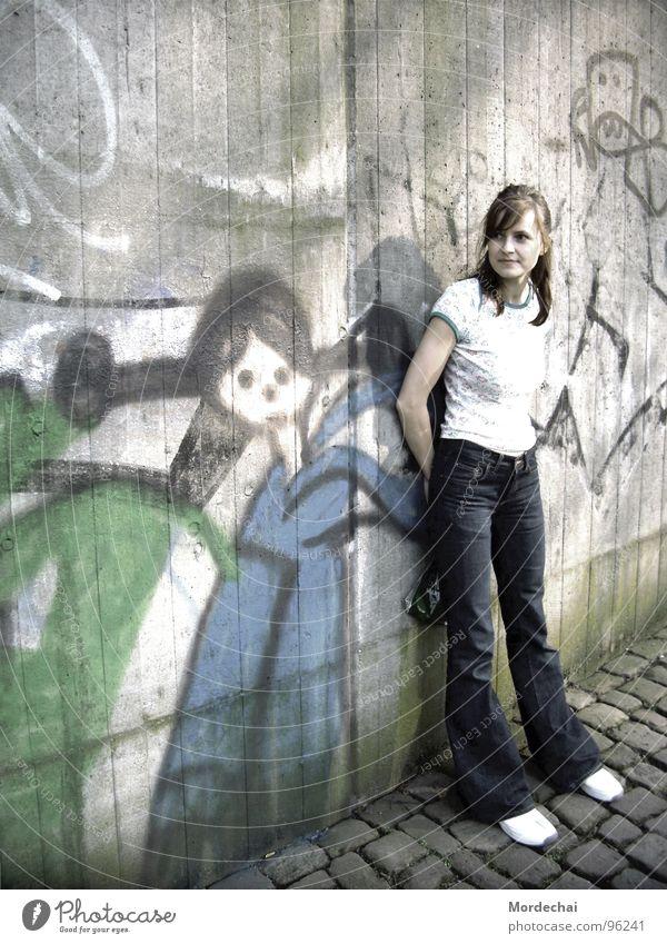 Graffiti Frau Jugendliche Stadt grau Mauer Graffiti Kunst U-Bahn Wandmalereien