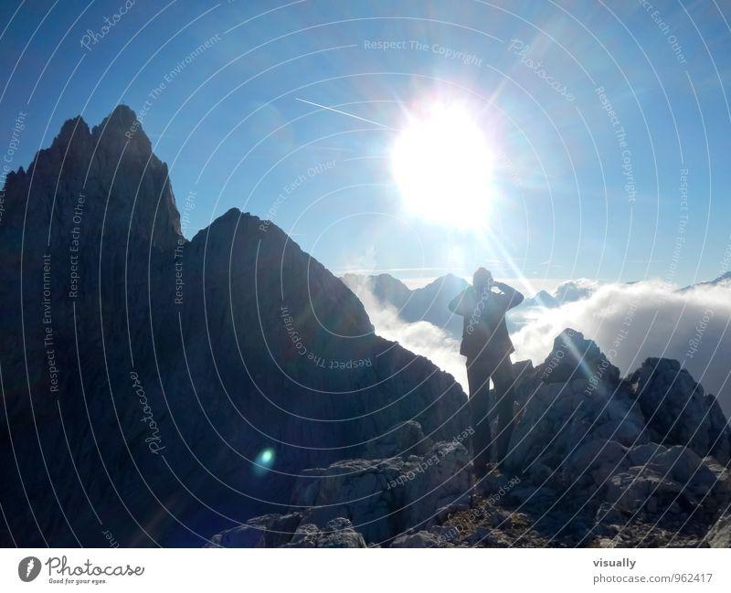 Sonnenuntergang in den Bergen Wandern 1 Mensch Landschaft Himmel Wolken Sonnenlicht Felsen Berge u. Gebirge Dreitorspitze Mailerhütte Zugspitze Alpen Stimmung