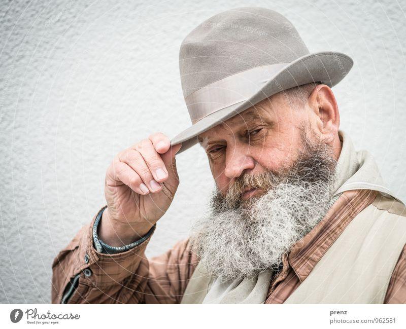 Ede 2 Mensch maskulin Mann Erwachsene Männlicher Senior Bart 1 45-60 Jahre grau Hut alt Farbfoto Außenaufnahme Textfreiraum links Tag Schwache Tiefenschärfe