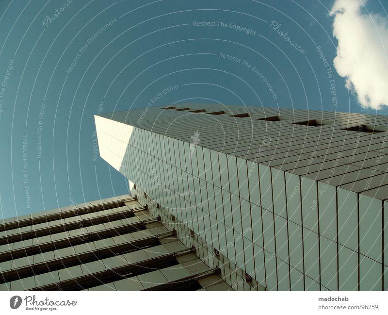 RISING HIGH Himmel blau Stadt Wolken Haus kalt Leben Architektur Gebäude hell hoch Hochhaus Häusliches Leben Balkon Etage beeindruckend