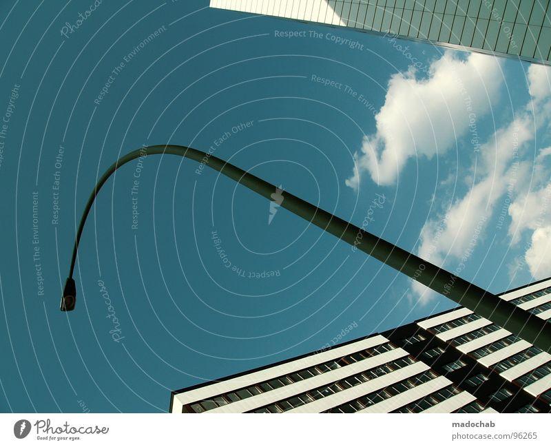 FOREVER Himmel blau weiß schön Stadt Wolken Haus kalt Leben Architektur Bewegung Gebäude Lampe hell hoch Hochhaus