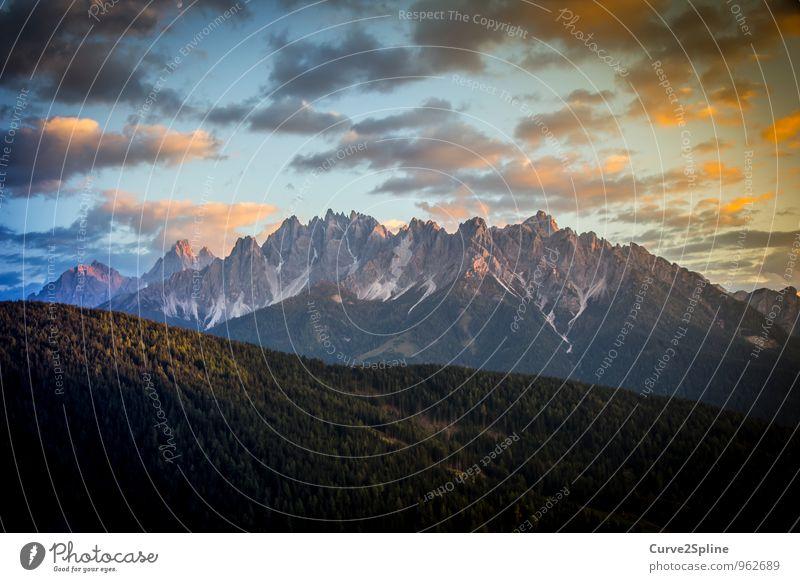 Dolomiten Natur Urelemente Himmel Wolken Sonnenaufgang Sonnenuntergang Schönes Wetter Felsen Berge u. Gebirge Gipfel authentisch Schneefall Licht Stein Spitze