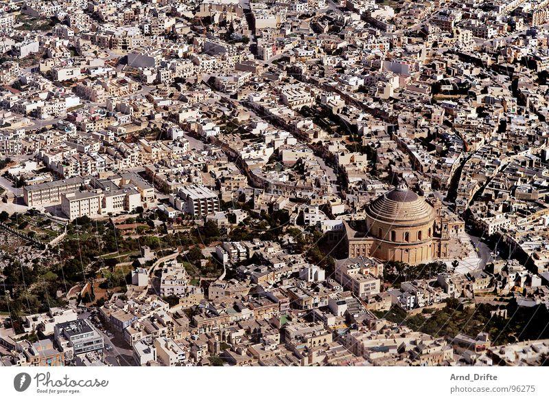 Anflug auf Malta Stadt Haus Straße Europa Flugzeuglandung Luftaufnahme Valetta