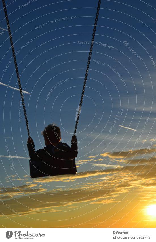 Sonnenkind Mensch Himmel Kind Natur Ferien & Urlaub & Reisen blau Sommer Strand Umwelt gelb Bewegung Spielen Glück Freiheit Freizeit & Hobby