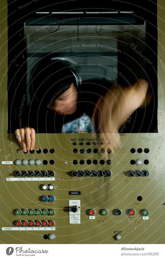 Dan the Automator II Kopfhörer Hiphop Automatisierung Maschine Zukunft Arbeitsplatz Kiste Knöpfe Schalter einstecken Plug In Musik unplugged Krach maskulin Mann