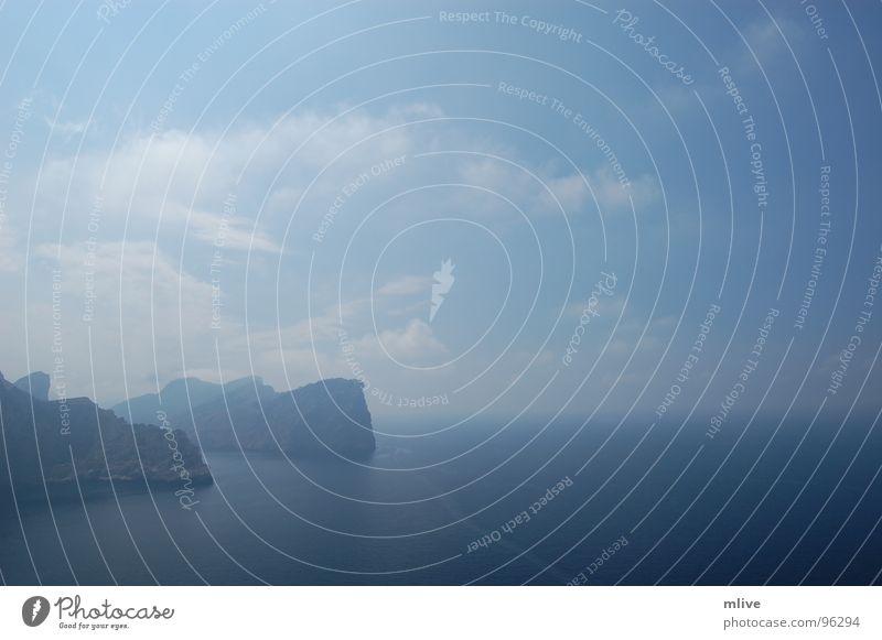 Klippe Meer Nebel Horizont Brandung Mallorca Himmel Erholung träumen blau Ferne Felsen Wolken Freiheit Wasser blue Sky water Wetter Wind