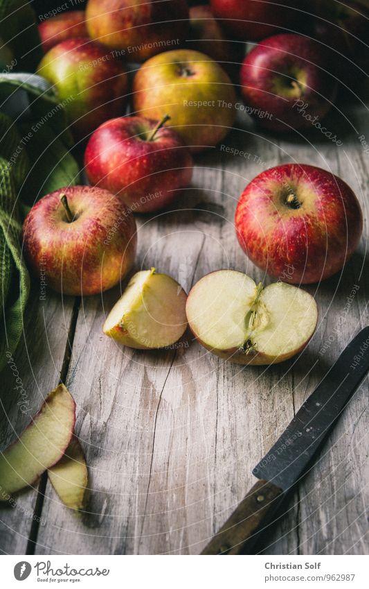 Bio Äpfel aus der Region Natur grün Gesunde Ernährung rot gelb Essen natürlich Gesundheit Holz Lebensmittel Frucht glänzend frisch süß rund Bioprodukte