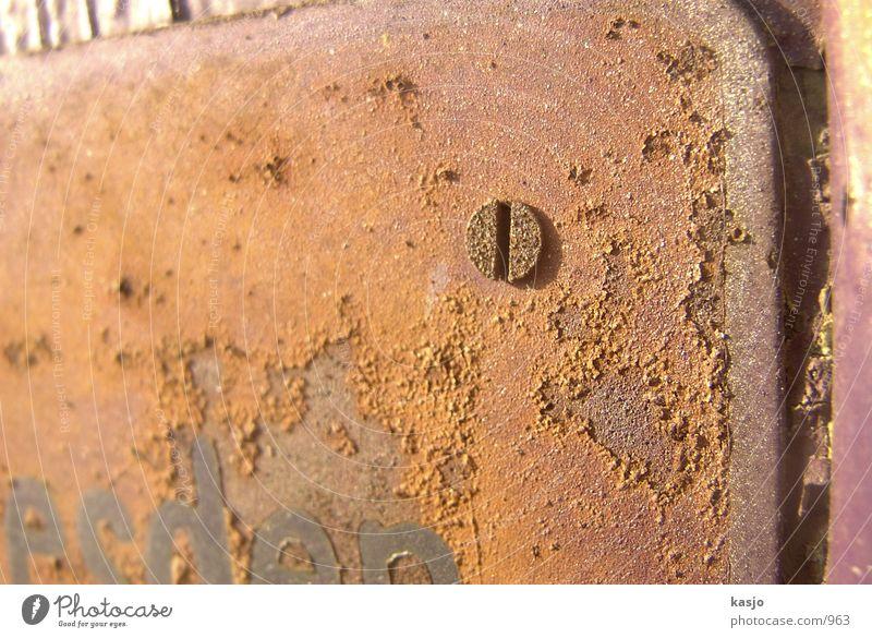 Dresdens Schilder - Schraube 01 nah Industrie Schilder & Markierungen Rost alt Detailaufnahme