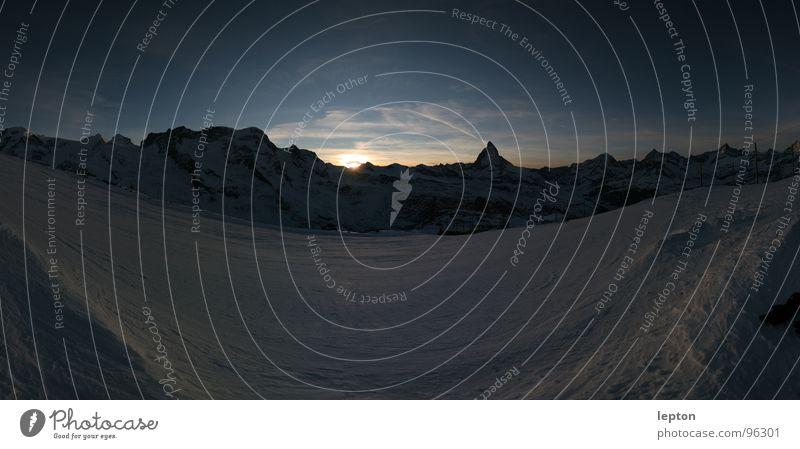 Dreieck Stimmung Sonnenuntergang Bergkette Skipiste Abenddämmerung Kanton Wallis Schweiz Matterhorn Schnee Berge u. Gebirge