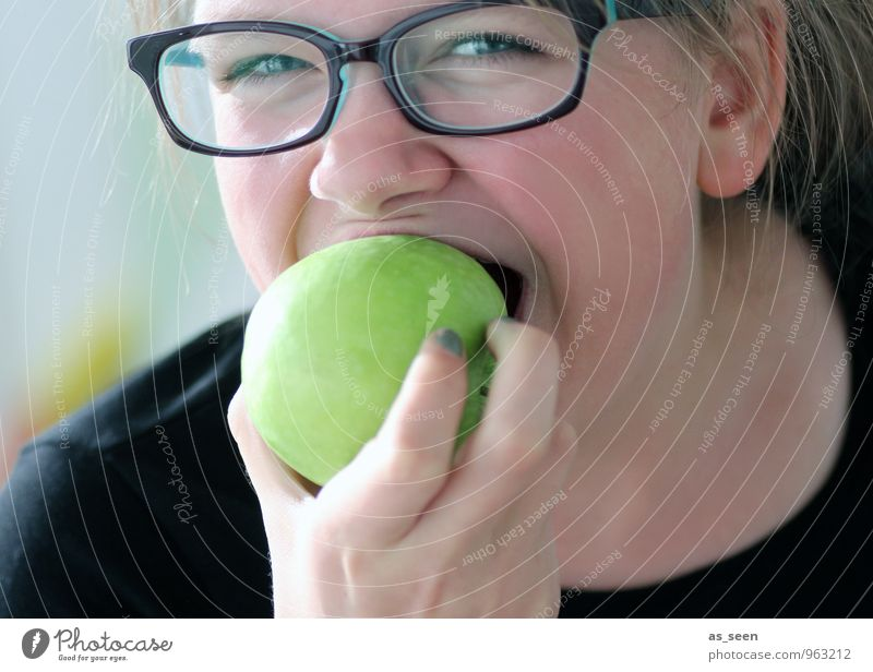Esst mehr Obst Mensch Kind Jugendliche grün Junge Frau Hand Gesunde Ernährung Auge Leben feminin Gesundheit Essen Lebensmittel Frucht 13-18 Jahre frisch