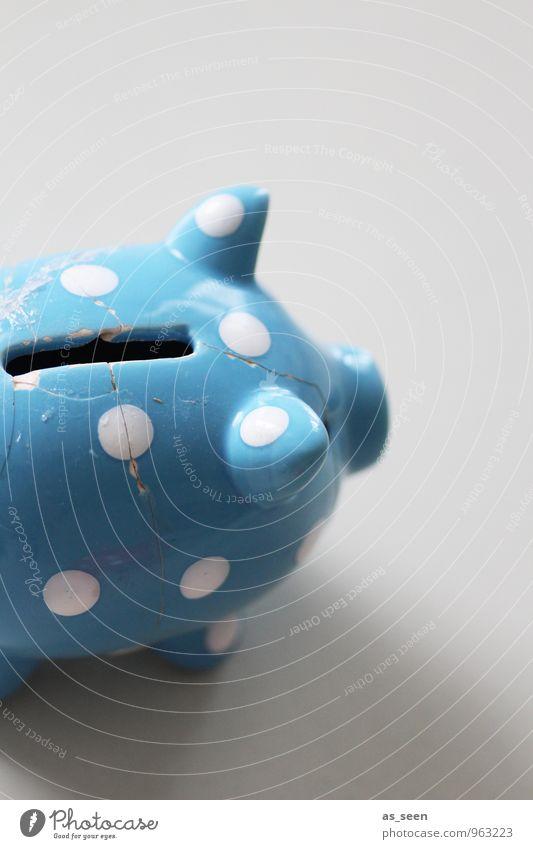 Armes Schwein Lifestyle kaufen Geld sparen Spardose gebrauchen bezahlen Armut frech Fröhlichkeit Billig kaputt Kitsch klein blau weiß Verantwortung