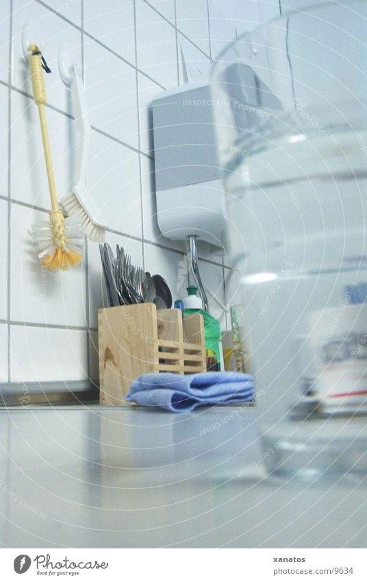 küche Glas Perspektive Küche Besteck Gabel Löffel Haushaltschemikalien Spülmittel