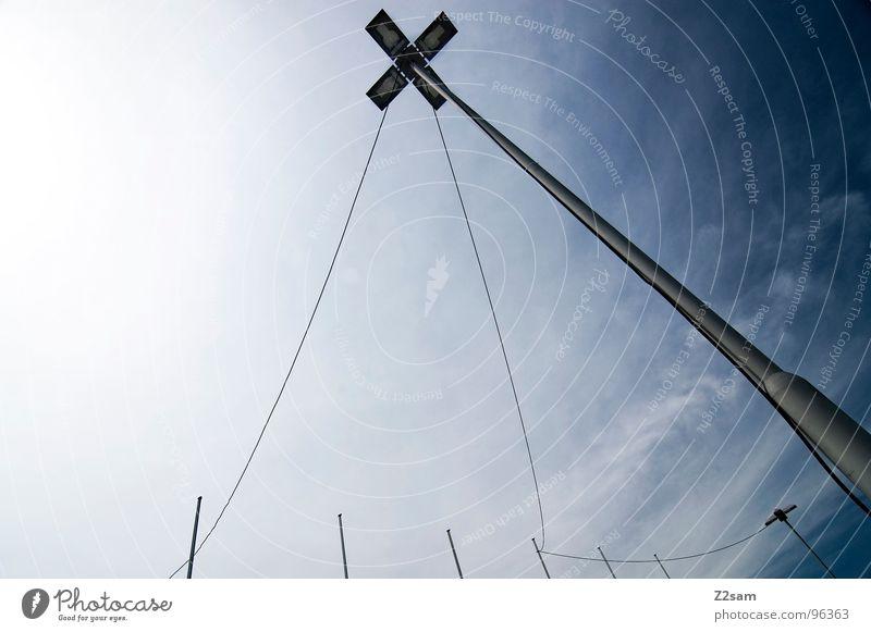 network Vernetzung Deutsche Telekom 8 Laterne Wolken abstrakt einfach sehr wenige Stil Geometrie Dinge Netzwerk Verbindung Seil Kabel Himmel blau modern