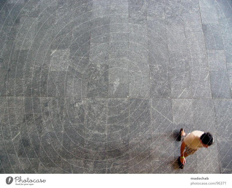 AUS DEM BILD LAUFEN Mensch Mann Sommer Einsamkeit Bewegung Freiheit Stein Hintergrundbild laufen leer Bodenbelag einfach Textfreiraum Dynamik trashig Vogelperspektive
