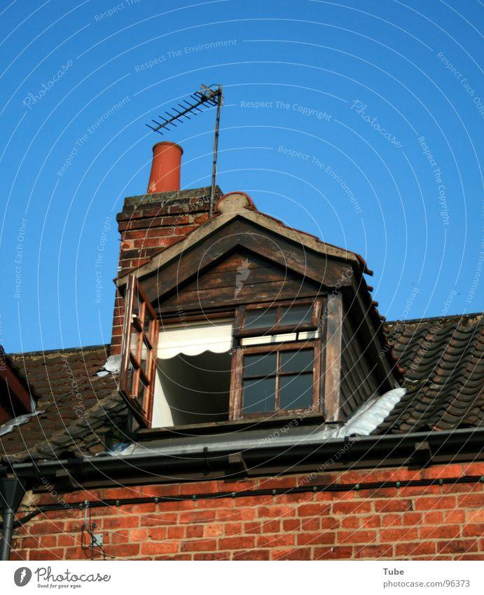 Urban Life feat. English Style blau Fenster Wohnung Armut Dach Häusliches Leben Backstein eng Schornstein England Antenne Begrüßung Arbeiter Großbritannien