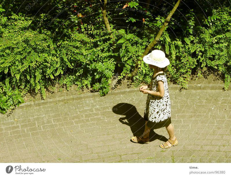 Walking By Myself Schatten Sommer Sonne Mädchen Grünpflanze Wege & Pfade Kleid Hut Einsamkeit Sandale Kopfsteinpflaster buschwerk