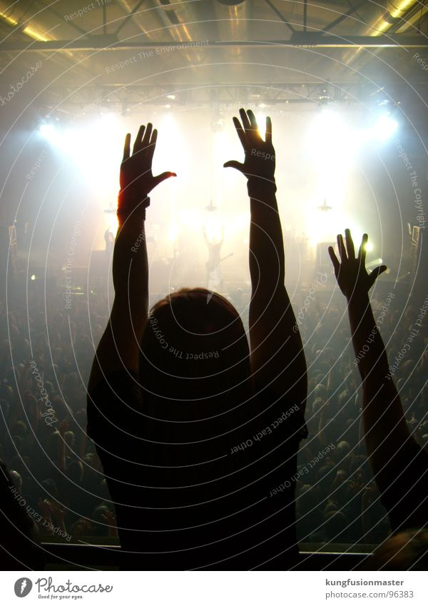 Konzertfoto of death Nin Bühne Musik Hand Finger 15 Licht Ohrenstöpsel Medien Freude nine inch nails trent reznor concert Rockmusik industrial Schatten