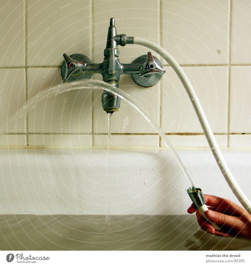 MITTAGS Wasser Hand Freude kalt Wärme Spielen nass Wassertropfen Badewanne Bad Physik Teile u. Stücke Fliesen u. Kacheln Flüssigkeit drehen feucht
