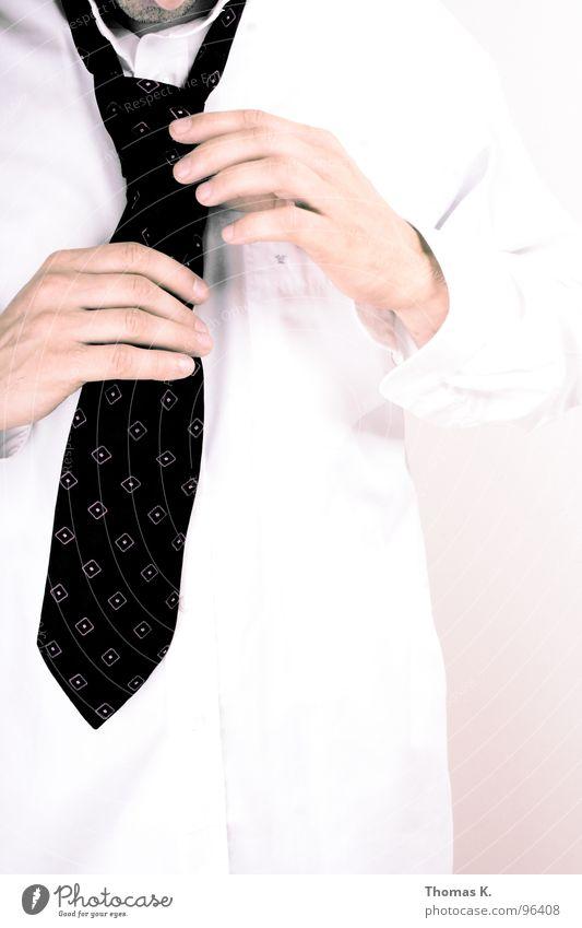 Getting Dressed for Success Arbeit & Erwerbstätigkeit Erfolg Freundlichkeit Hemd Anzug Dienstleistungsgewerbe Ladengeschäft Informationstechnologie Kapitalwirtschaft grinsen Krawatte Aktien Geschäftsleute Management seriös Techniker
