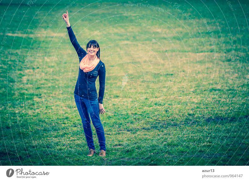 Ideen im Winter schön Mensch Junge Frau Jugendliche Erwachsene Finger 1 18-30 Jahre Umwelt Natur Schneefall Schal lachen frech grün Freude Glück Fröhlichkeit