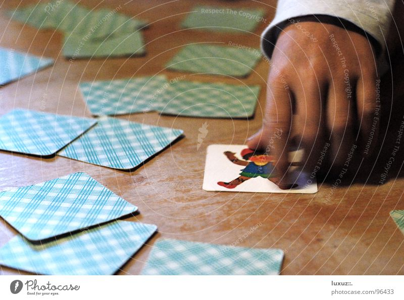 zack! Freude Spielen Erfolg Tisch entdecken Konzentration ansammeln Spielkarte verlieren verdeckt gebraucht Meister Verlierer Gesellschaftsspiele