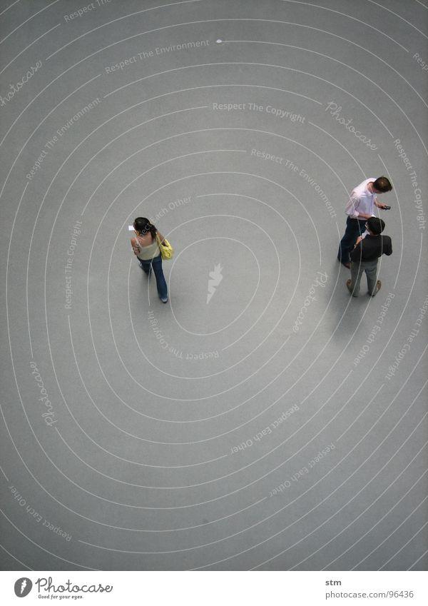 people 09 Frau Mensch Mann sprechen oben grau Menschengruppe Freundschaft Zusammensein warten stehen Kommunizieren Niveau Student Sitzung Studium
