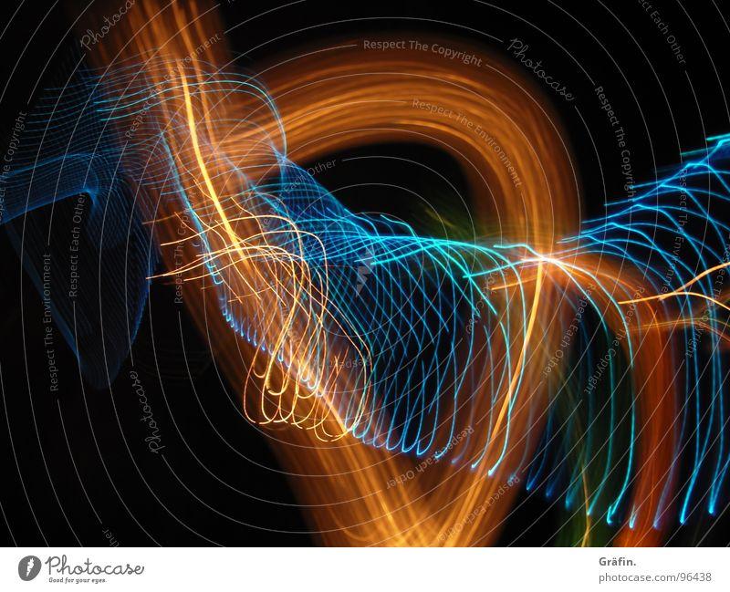 Lichttanz grün blau rot schwarz dunkel Bewegung hell orange Wellen frisch Streifen lang Spirale Nähgarn Belichtung Digitalfotografie