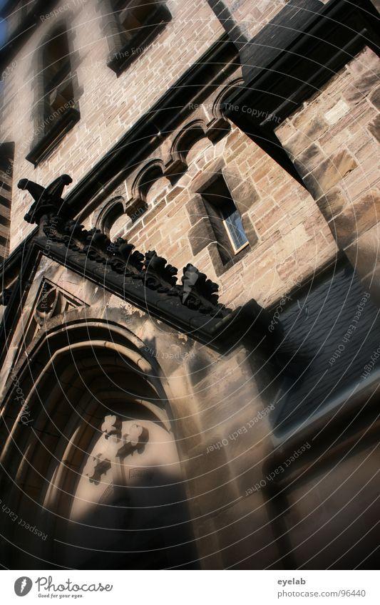 Das verspätete Bild zum Wort zum Sonntag alt Fenster Stein Religion & Glaube Zufriedenheit Rücken Hoffnung Wunsch Vertrauen historisch Gebet heilig Gott Rede