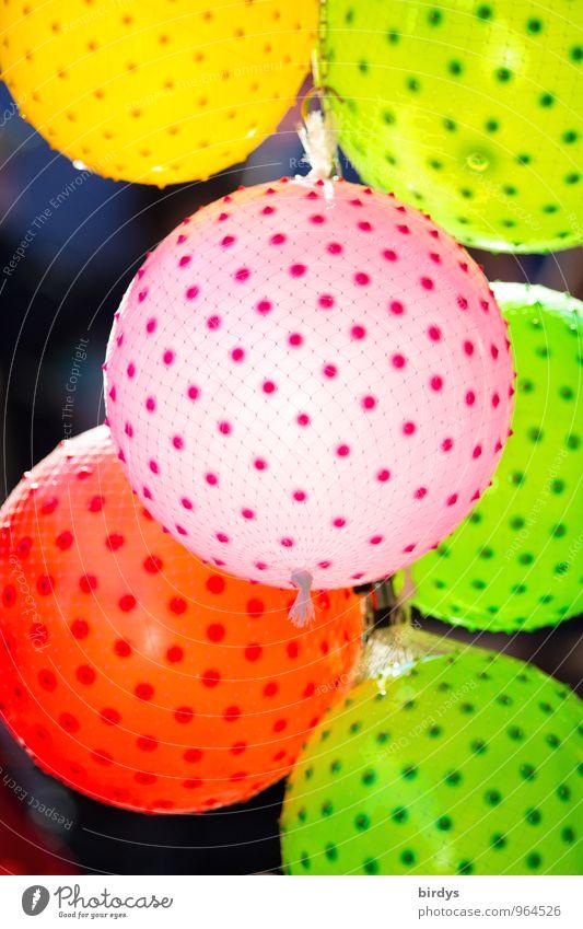 Farbenfroh Ball Luftballon leuchten positiv rund mehrfarbig gelb grün rosa rot Fröhlichkeit Freude Kindheit Leichtigkeit Punkt Farbfoto Außenaufnahme