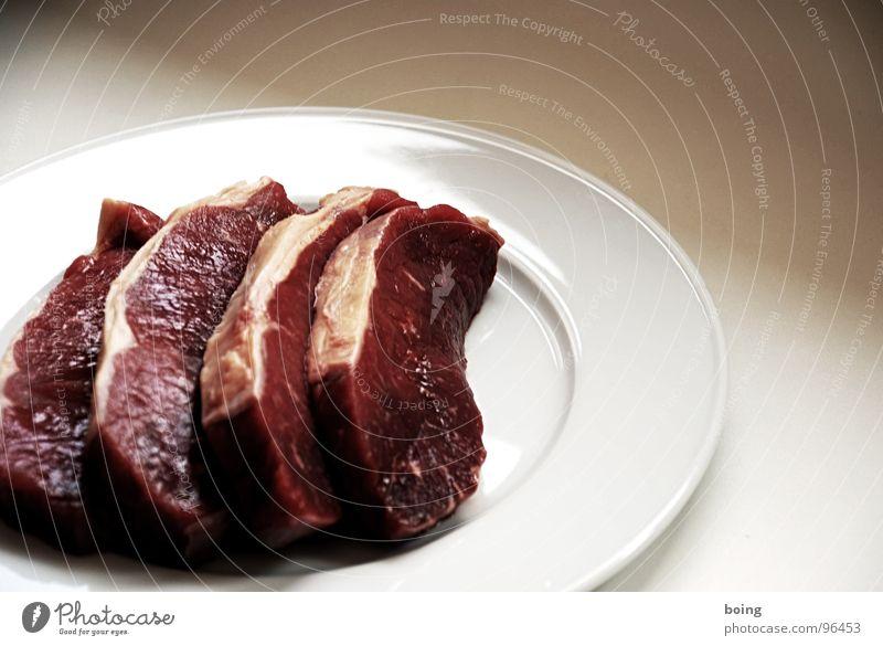 für vier Personen + beliebig viele Vegetarier Fleisch Steak Schnitzel Rostbraten Lende Rumpsteak frisch glänzend Fett Braten roh Blut Teile u. Stücke Scheibe