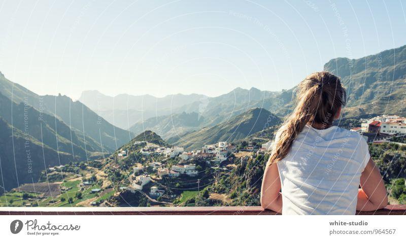 Gute Aussichten Junge Frau Jugendliche Erwachsene Körper Rücken 1 Mensch 18-30 Jahre Freude Glück Fröhlichkeit Zufriedenheit Lebensfreude Vorfreude Begeisterung