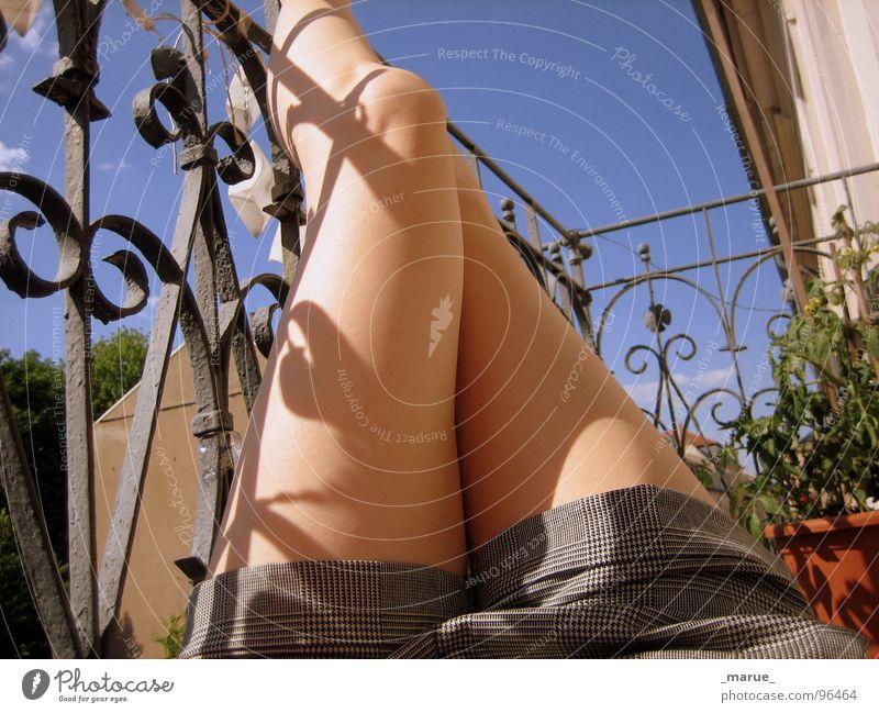 Beine_hoch Sommer Sonnenbrand Balkon Frau Schatten Erholung Terasse Fuß