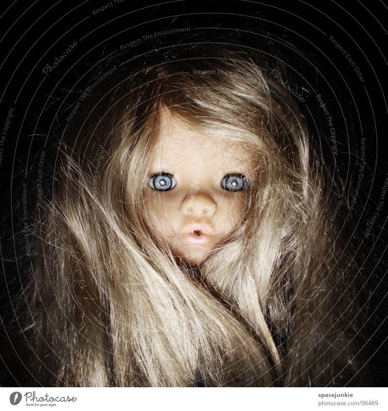 wild puppet Spielzeug bedrohlich beängstigend blond Chucky gruselig Horrorfilm böse süß niedlich skurril Freude Puppe Auge blau Angst Wildtier Haare & Frisuren