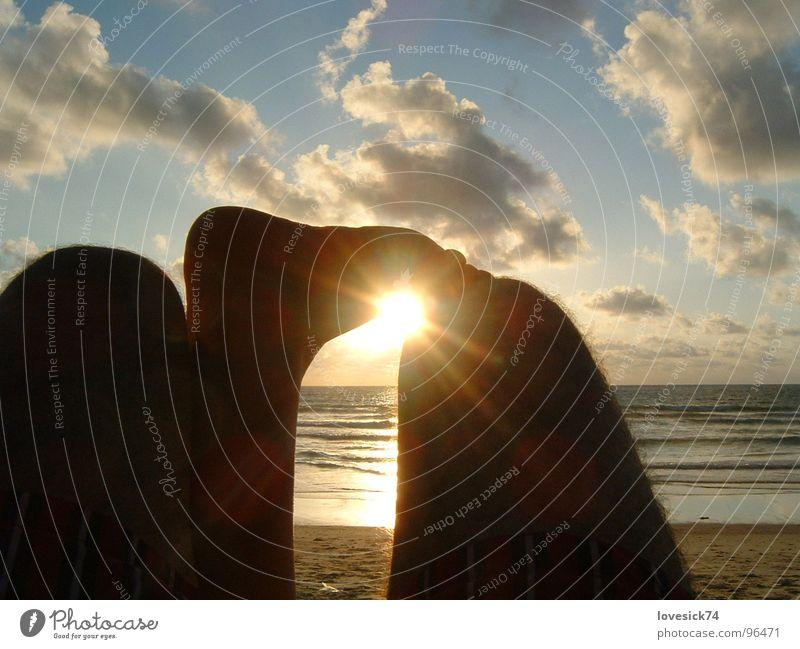 Luftschloß & Sandburg Thailand Strand Sonnenuntergang Wolken Meer Knie Zehen Sommer Ferien & Urlaub & Reisen Vertrauen Himmel Fuß Liebe 2 Personen