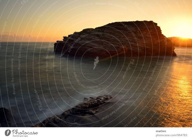 sunblocker Umwelt Natur Landschaft Wasser Himmel Wolkenloser Himmel Horizont Sonne Sonnenaufgang Sonnenuntergang Klima Wetter Schönes Wetter Felsen Wellen Küste