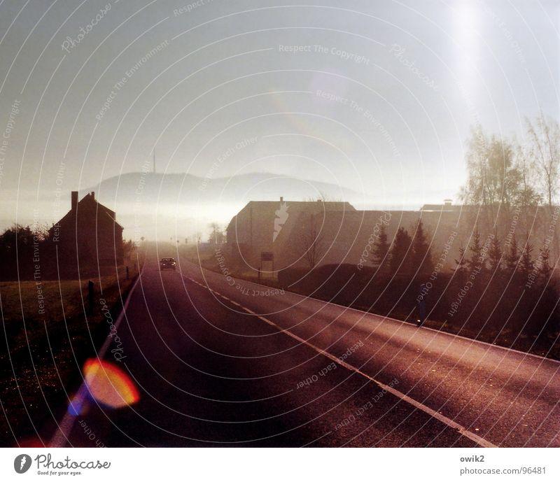 Lausitzer Morgen Landschaft Pflanze Luft Wolkenloser Himmel Klima Schönes Wetter Nebel Hügel Dorf Haus Einfamilienhaus Turm Verkehr Verkehrsmittel Verkehrswege