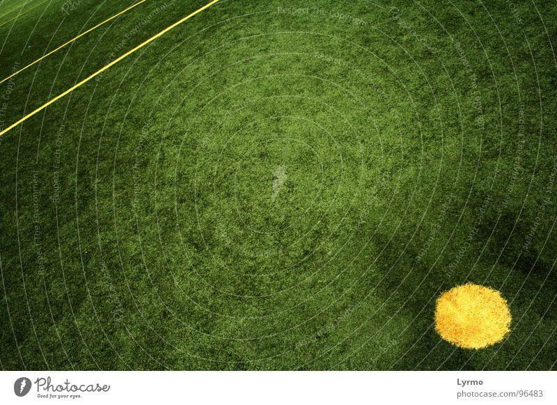 Punkt Freizeit & Hobby Spielen Sport Linie gelb grün Farbe Geometrie Anstoß stoßen Spielfeld Rasen Kreis Grafik u. Illustration Farbfoto Außenaufnahme