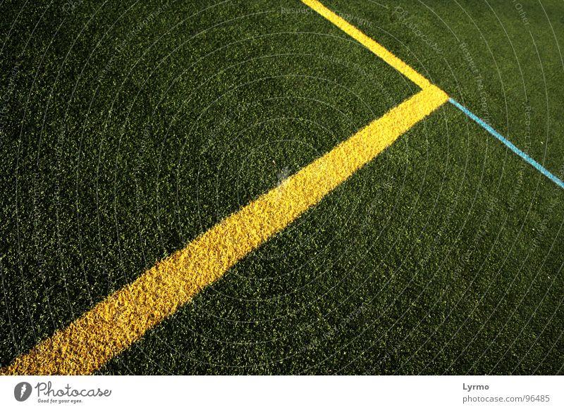 Linien Freizeit & Hobby Spielen Sport Ball Menschenleer Park Platz blau gelb grün Farbe Fluchtpunkt Rasen Grafik u. Illustration Farbfoto Außenaufnahme