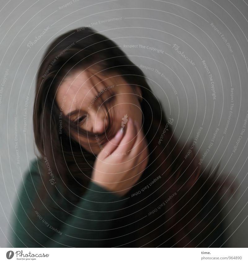 . feminin Junge Frau Jugendliche 1 Mensch Jacke brünett langhaarig beobachten schön wild Gefühle Traurigkeit Sorge Müdigkeit Schmerz Enttäuschung Erschöpfung