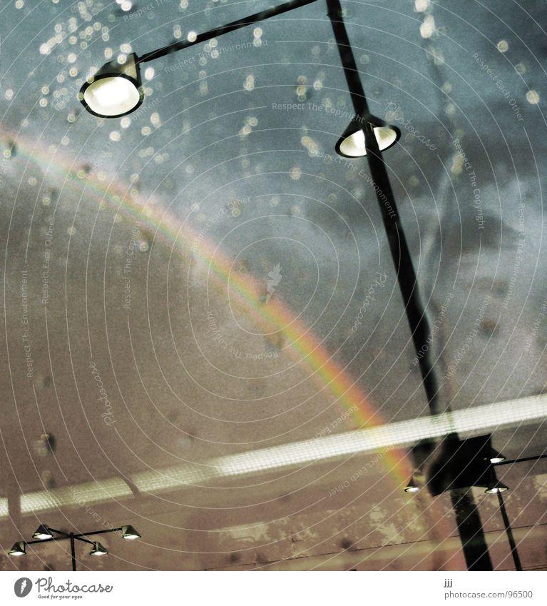 S-Bahn Wetterpanorama Himmel Wolken Regen Wassertropfen Verkehr Eisenbahn Laterne Bahnhof Fensterscheibe Regenbogen Schatz