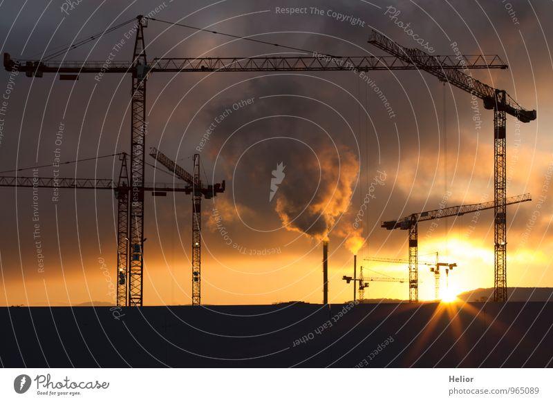 Krangruppe III Baumaschine Schweiz Kleinstadt Bauwerk Gebäude Architektur bauen Stadt gelb gold orange rosa schwarz Fortschritt planen Wachstum Zerstörung
